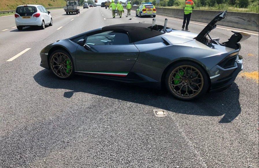 Суперкар Lamborghini Huracan догнали й побили ззаду