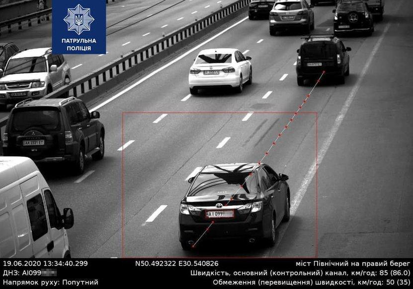 Камера автофіксації розпізнала затемнений номерний знак