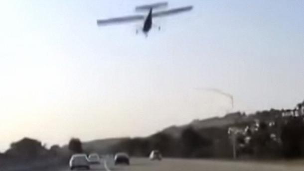 Відео з реєстратора: літак сідає та дорогу