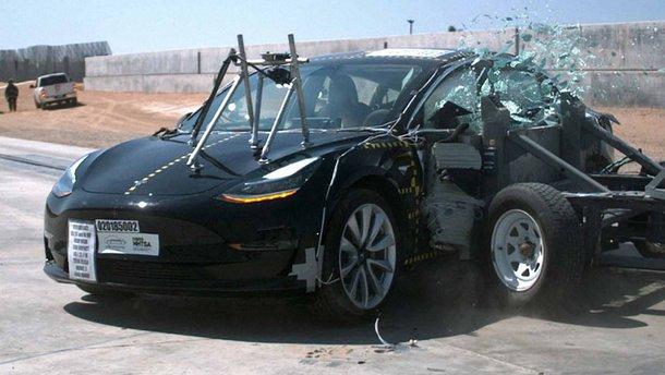 Tesla Model 3 названо найбезпечнішим автомобілем на ринку