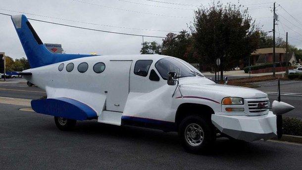 Смесь самолета, пикапа и лимузина продают за $10 тысяч