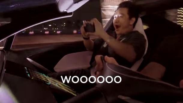 Tesla показала на відео перших пасажирів Roadster під час розгону до сотні