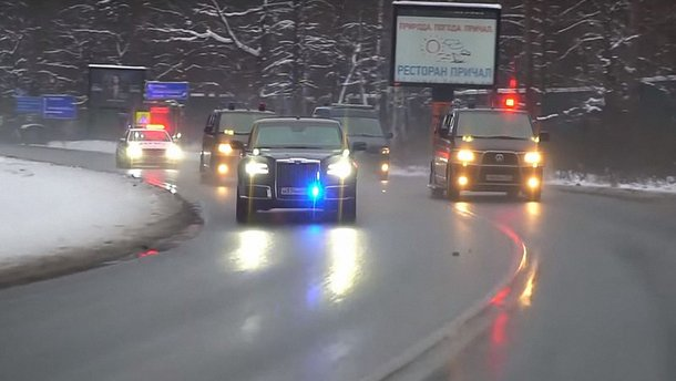 Прем`єр РФ Дмитро Медведєв зайнявся рекламою автомобілів