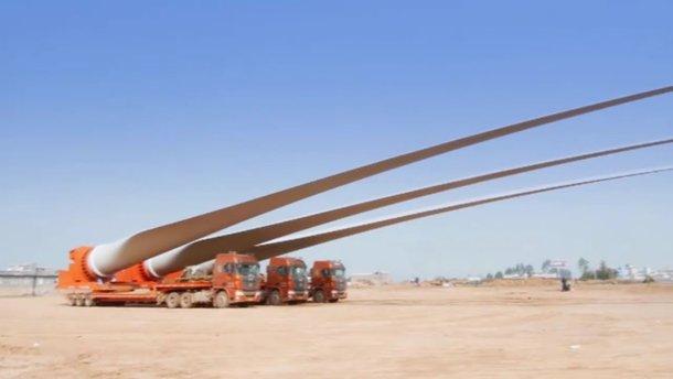 Уникальное видео: как перевозят гигантские крылья ветрогенераторов
