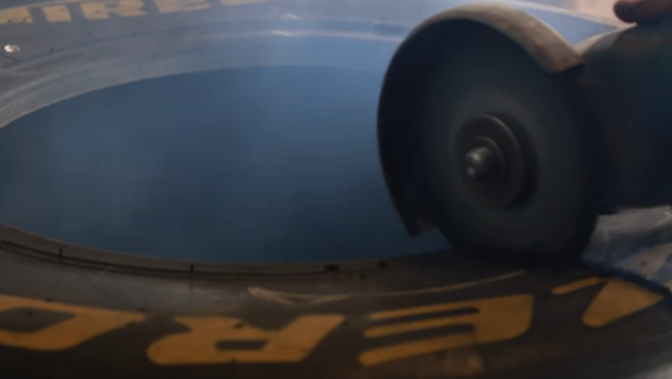 Відео: шину Формула 1 порізали на шматочки, щоб дізнатись що всередині