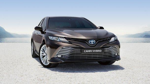Toyota принимает заказы на Camry Hybrid в Украине