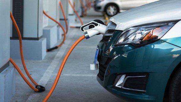 Електрозарядки на парковках зроблять обов'язковими