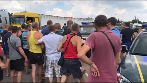 Транспортний колапс навколо Одеси: активісти перекрили усі дороги