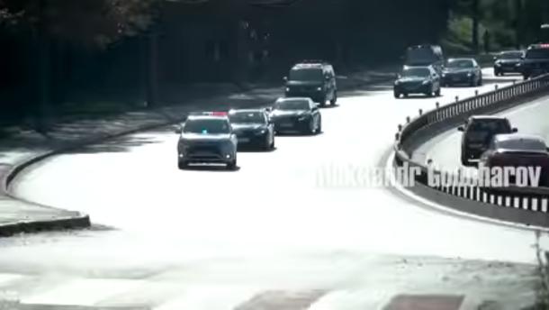 У кортежі Зеленського нарахували 22 автомобілі (відео)