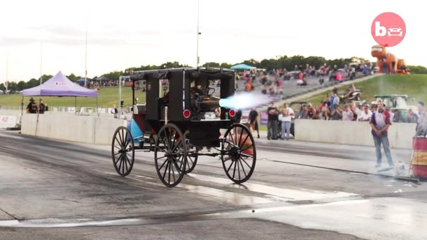 Відео: справжню карету обладнали реактивним двигуном і поставили на дрегову пряму