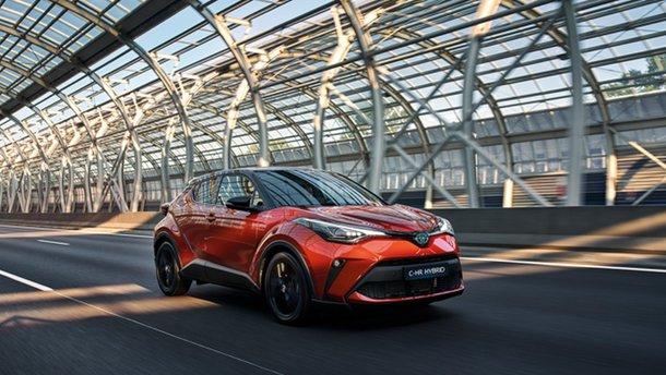 В Україні стартували продажі нового Toyota C-HR