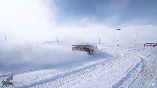 Відео про Veyron та Aventador для тих, кому бракує снігу