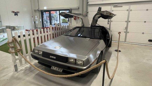 Легендарний DeLorean продають у секонд-хенді