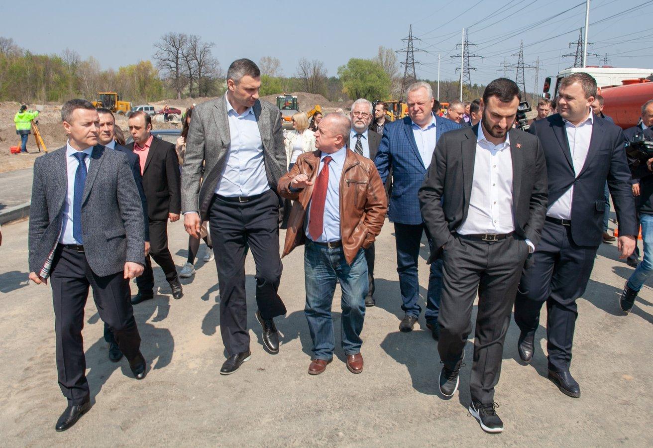 У Києві Велику кільцеву дорогу пообіцяли з'єднати з вулицею Богатирською: фото