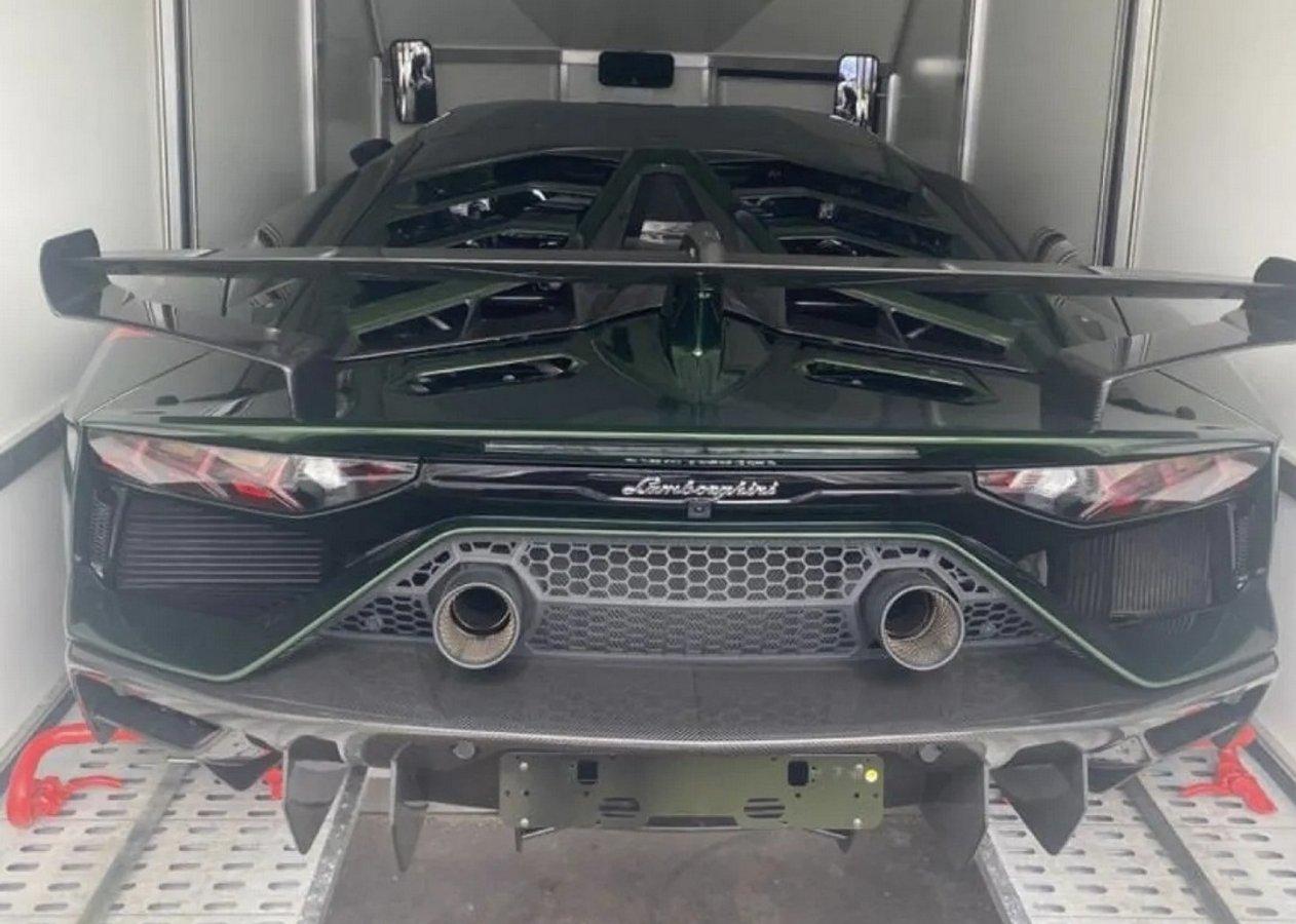 В Україну привезли ще один суперкар Lamborghini