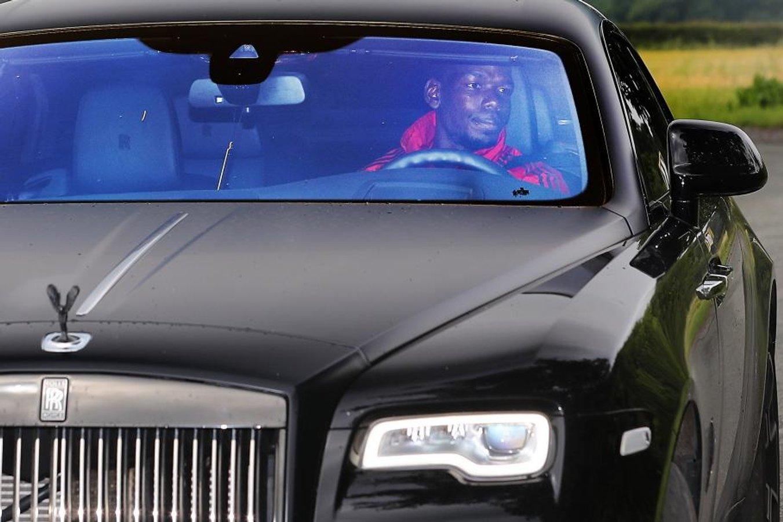 """Поліцейські відібрали у відомого футболіста Rolls-Royce """"на бляхах"""""""