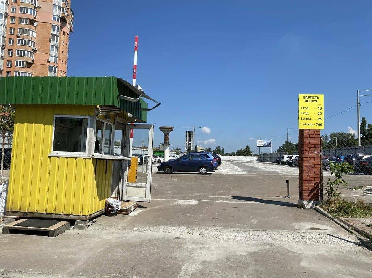 У Києві запрацював перший перехоплюючий паркінг: вартує 700 грн на місяць