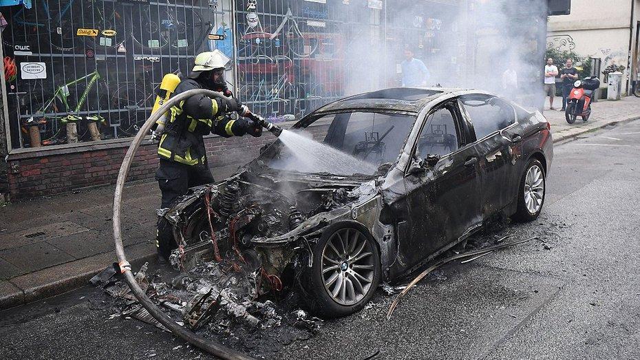 Як тушити вогонь а автомобілі і як виявити причину пожежі