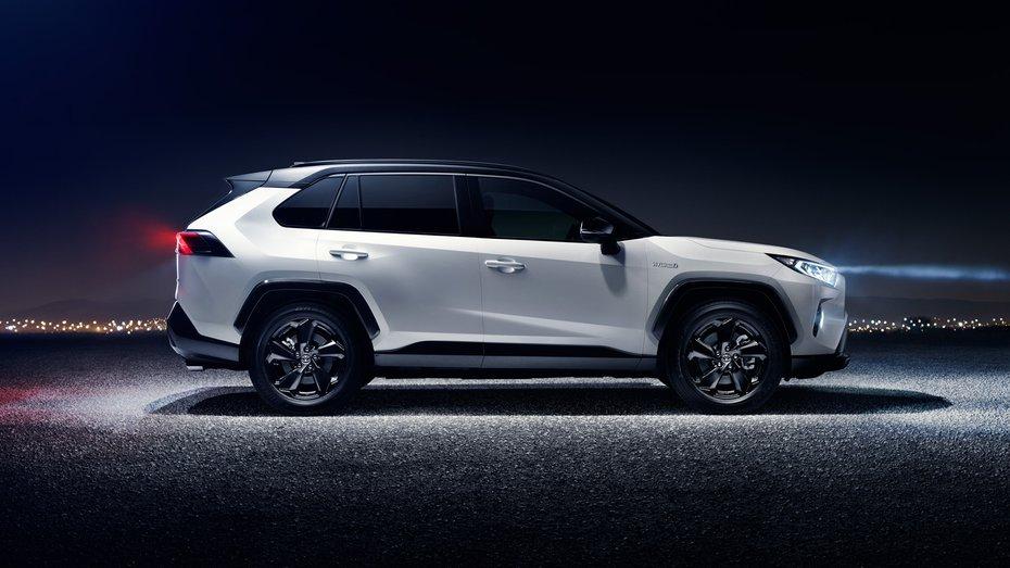 В Україні почали приймати замовлення на новий Toyota RAV4