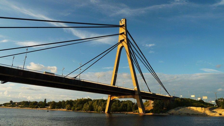 Сьогодні в Києві обмежать рух по Південному і Північному мостах