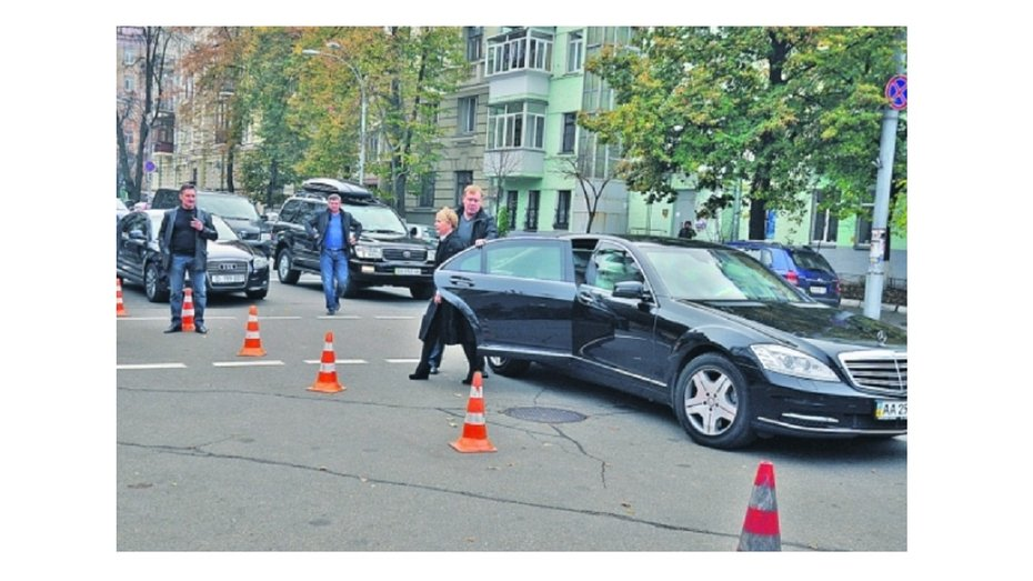 На яких автомобілях їздить Юлія Тимошенко