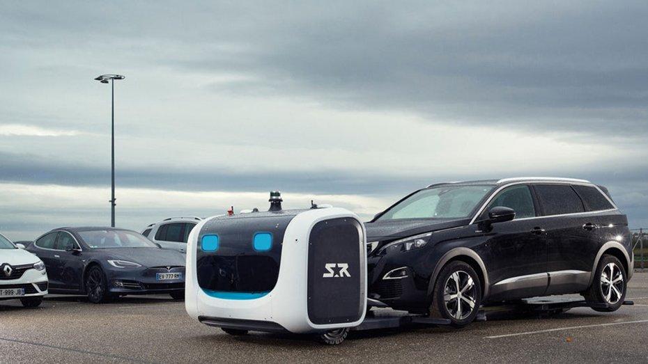 У Лондоні створили роботів, які самі паркуватимуть машини: фото