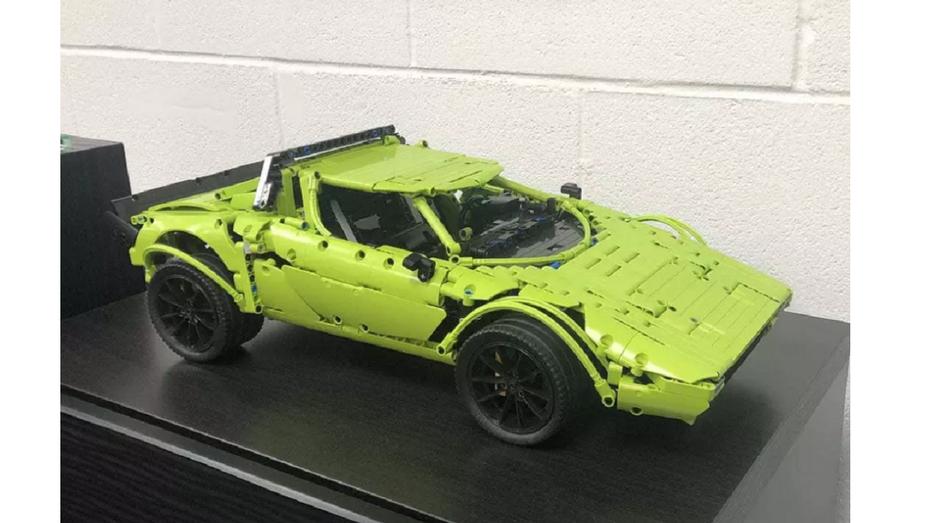 Вдала помилка: з конструктора Lego Porsche 911 GT3 RS зібрали Lancia Stratos