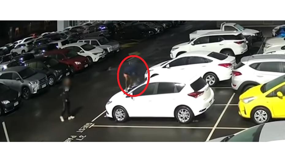 Відео: двоє малих розбишак розтрощили 23 нові Toyota, а потім повернулись і понівичили ще 14 машин