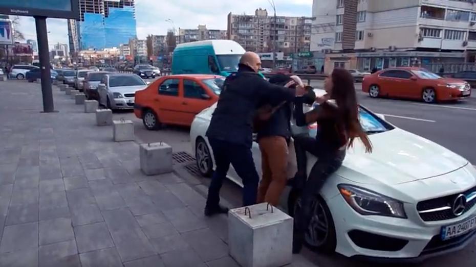 Порушниця паркування волала про згвалтування: відео