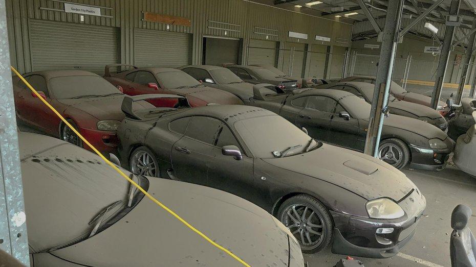 Страшний сон колекціонера: в ОАЕ знайшли покинутий гараж з десятками Supra та Skyline GT-R