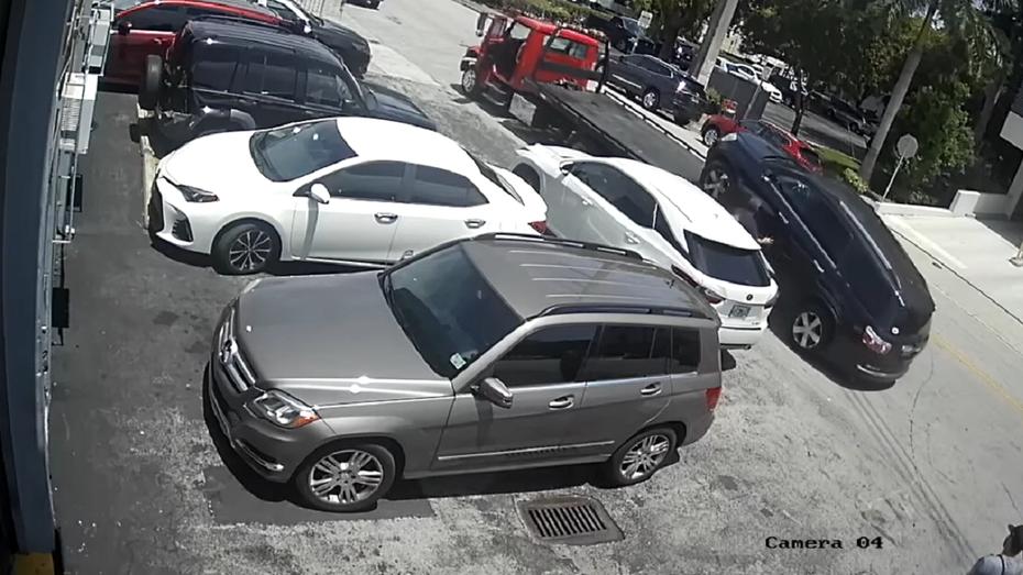 Фігаро тут, Фігаро там: кумедне відео про спритного водія автовоза