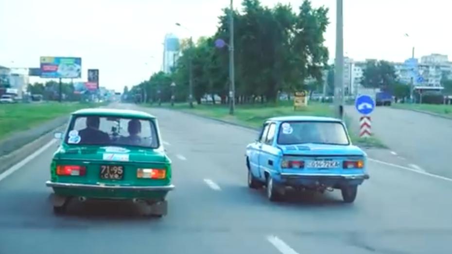 """ЗАЗо-Треш: в Україні пройшли перегони на старих """"Запорожцях"""""""