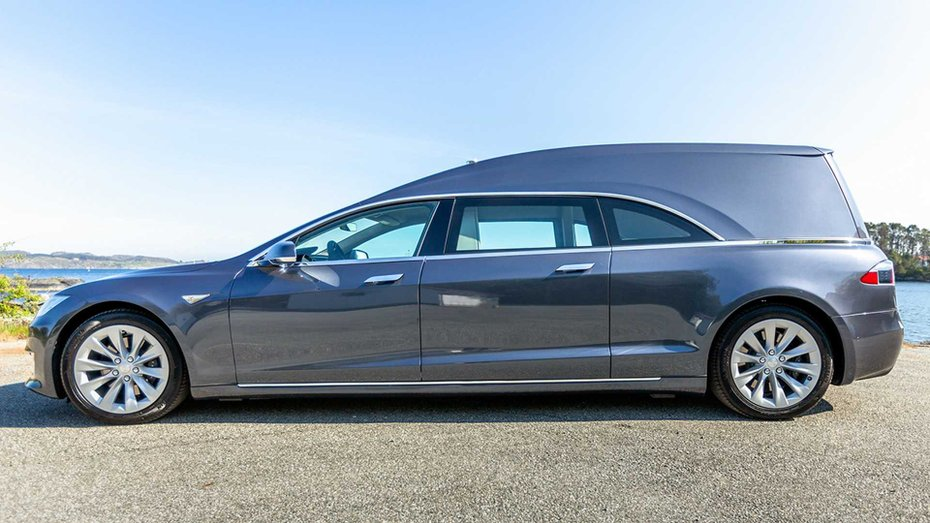 Tesla Model S перетворили на елегантний катафалк