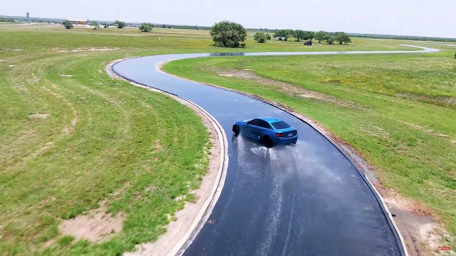 Чому не варто ставити на машину одночасно гарні й погані шини: відповідь у відео