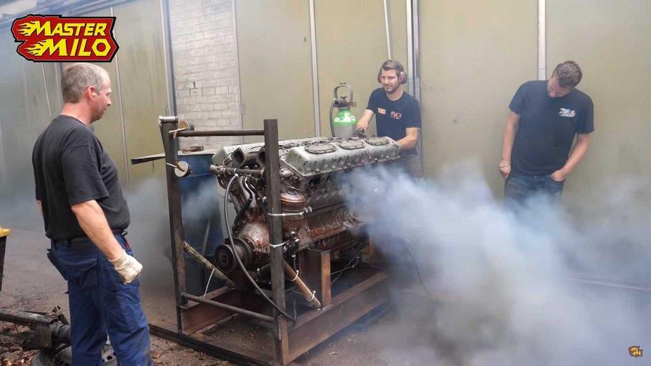 Відео: 38,8-літровий двигун від танка, що іржавів 28 років, пробудили до життя