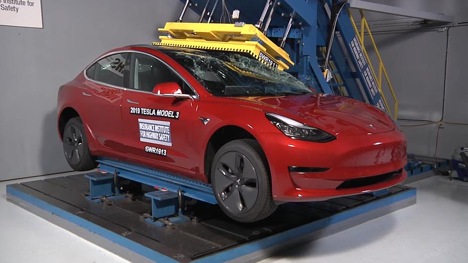 Відео: краш-тест Tesla Model 3, за який електрокар отримав найвищу оцінку