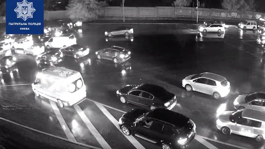 Нахабного порушника ПДР в Києві викрили за камерами спостереження: відео