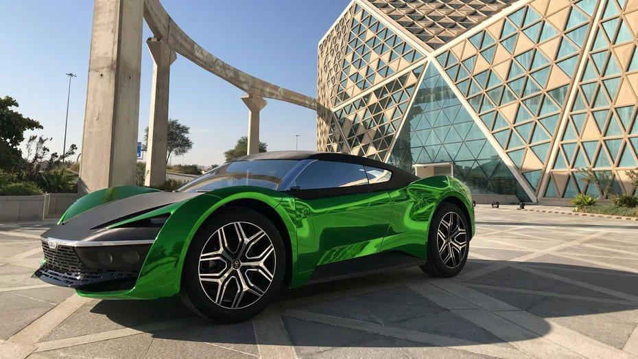 Суперкар Блонді першою дали покататись на електричному супер-кросовері GFG Style 2030