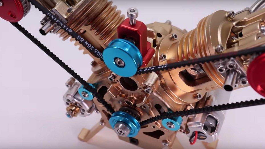 Це магічне відео про двигун, що збирається сам, для глядача зупиняє час на шість хвилин