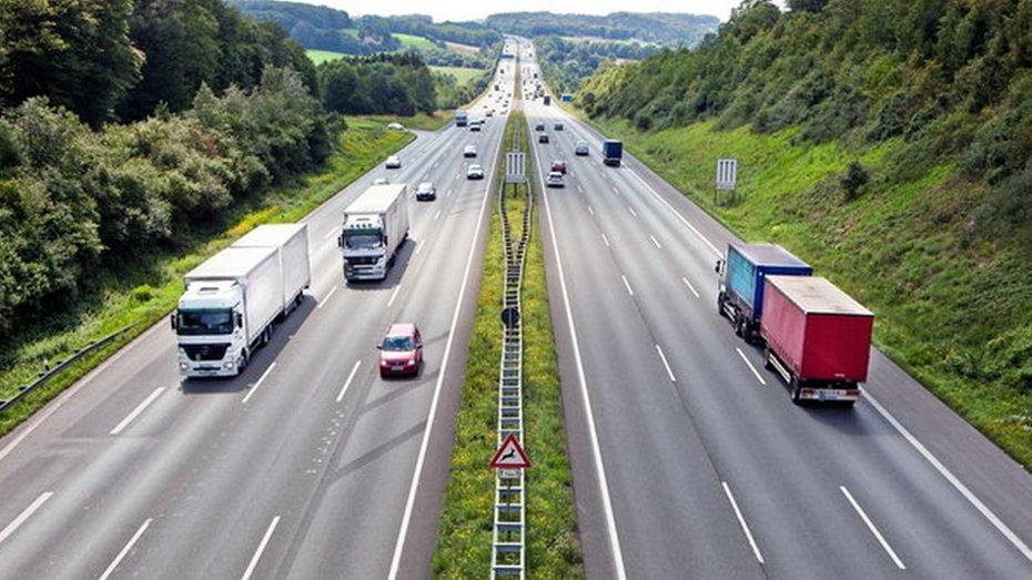 За проїзд вантажівок по дорогам запропонували стягувати окрему оплату
