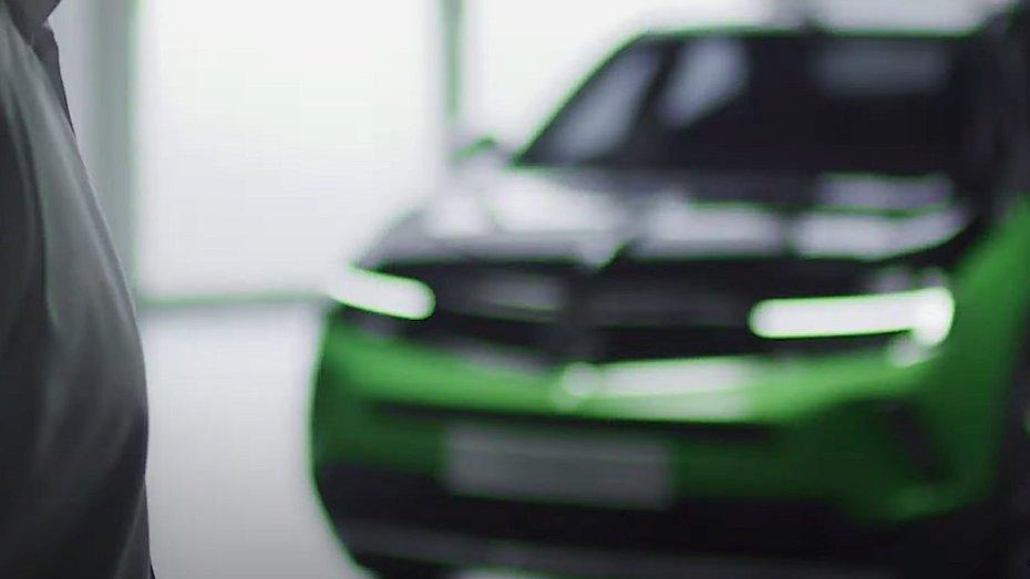 Електричний Opel Mokka визирнув на тізерному відео