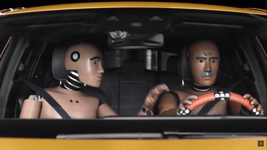 """Mercedes-Benz випустив серіал про """"життя"""" манекенів для краш-тестів"""