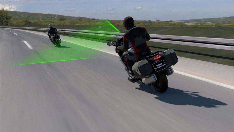 Мотоцикли BMW отримають активний круїз-контроль